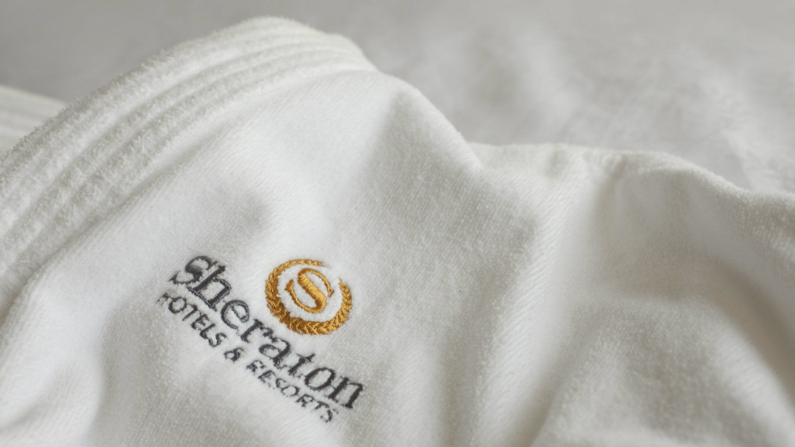 Sheraton Atlantic City Hotel Guest Room Amenities | Robe