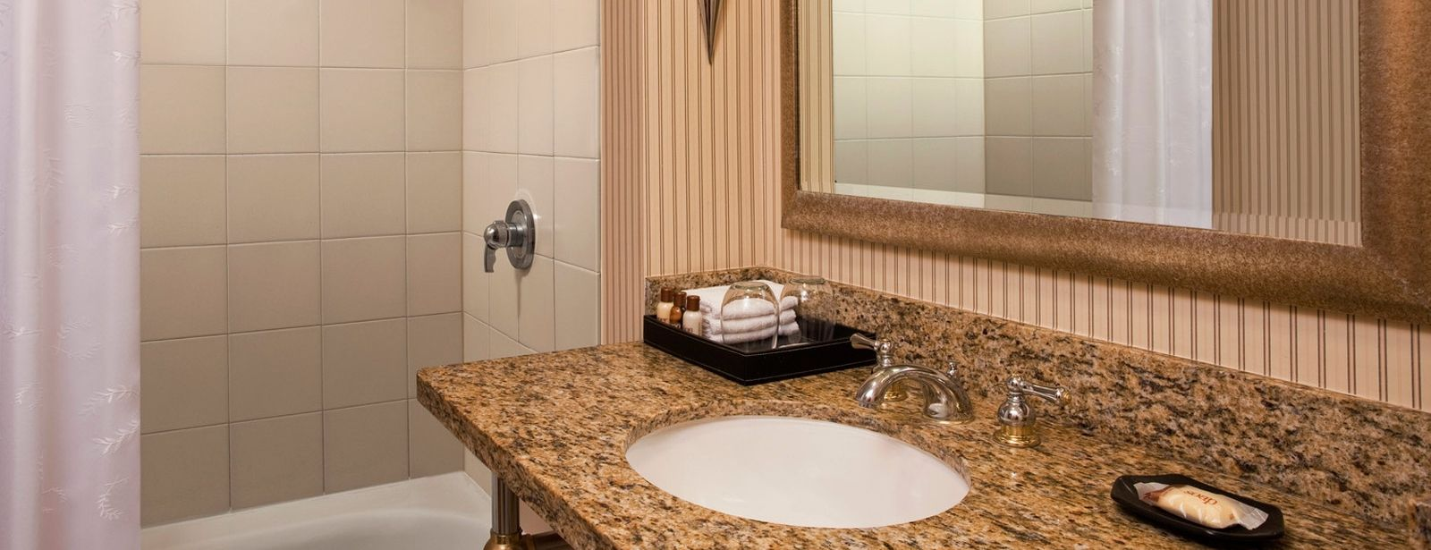 Atlantic City Accommodation | Guest Bathroom